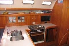 2007-hunter-38-kitchen