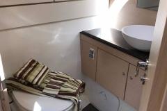 2018-jeanneau-51-vger-bathroom