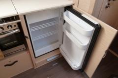 2018-jeanneau-51-vger-fridge